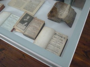 Vitrinen mit Predigten, Briefen, Gedichten und Liedern von Tersteegen